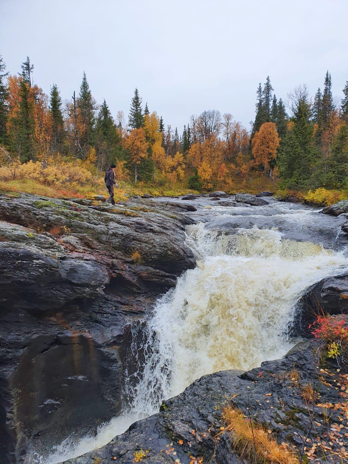 Vandring till vattenfallet och kanjonen vid Stensjöbäcken, Dorotea